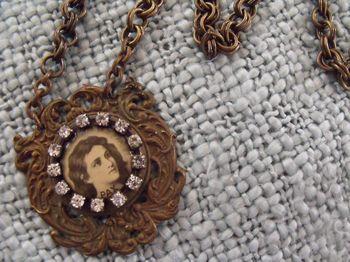 Vendor night necklace 003